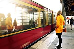 電車で出会った男性に一目惚れ!恋愛を成功させる方法を占います!