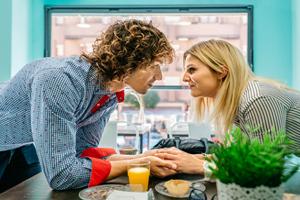 【年下男性との恋愛】年下へのアプローチ方法。どうすれば相手にしてもらえる?