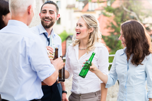 会社のイベントや飲み会で気になる人と距離を縮める方法を無料占い!