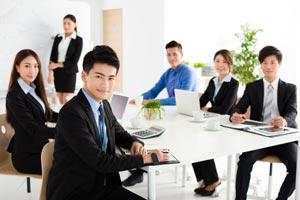 職場の人たちと上手に人間関係が築けない。親交を深めるには?